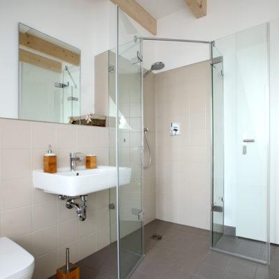 Barrierefreies Bad – altersgerechtes Badezimmer mit bodengleicher ...
